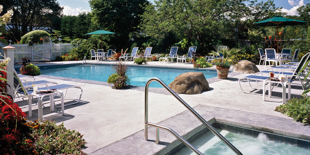 Seasonal Outdoor Pool at the Dan'l Webster Inn & Spa