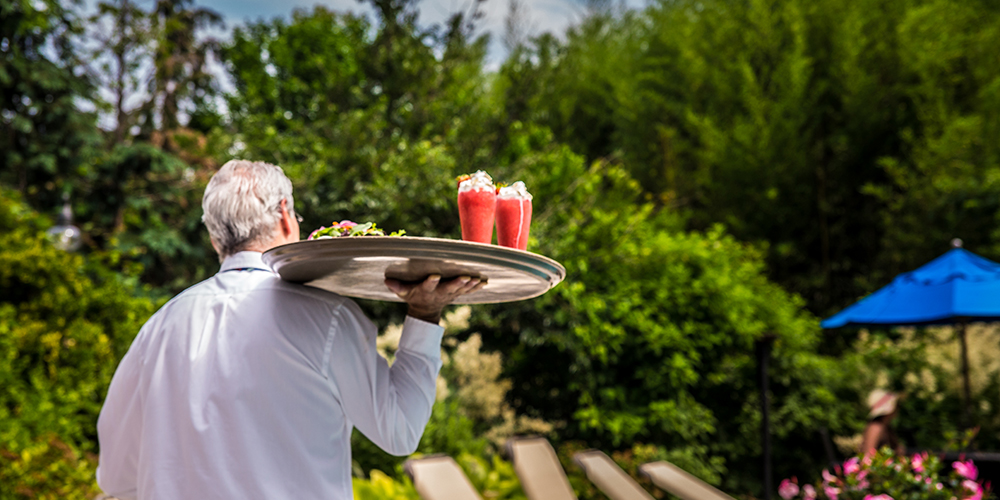 Outdoor Poolside Bar Service at the Dan'l Webster Inn & Spa